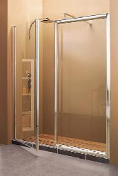 Grande cabine de douche avec porte volet